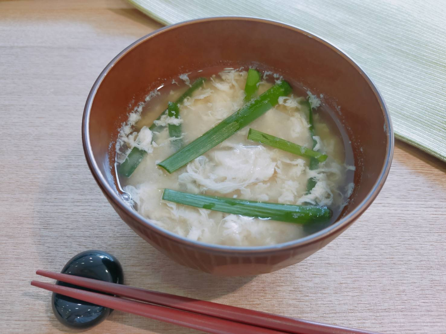 ふわふわ卵のニラ玉味噌汁